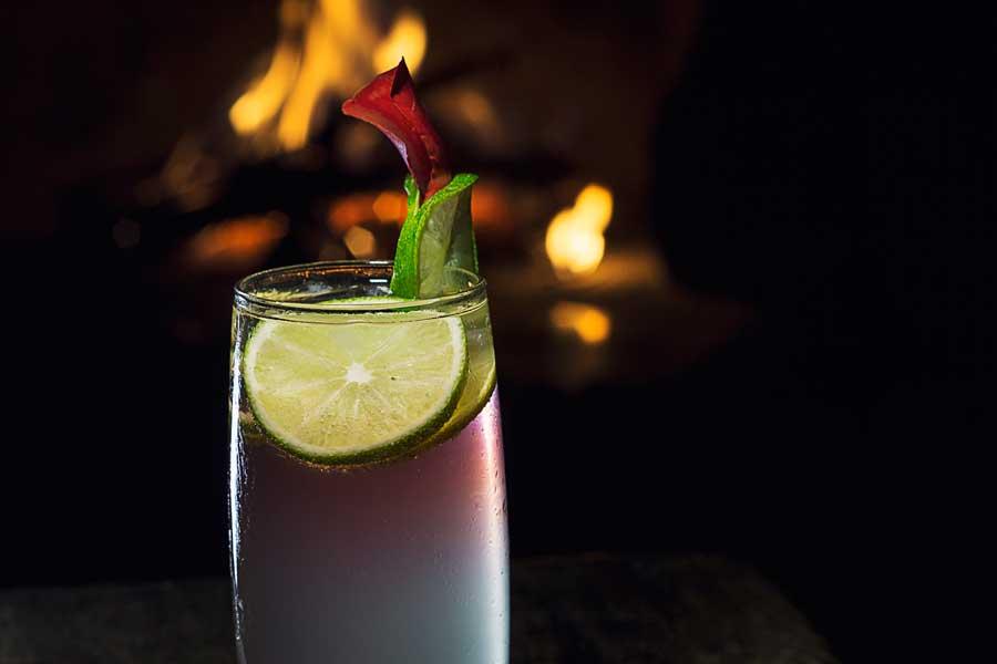 dining-at-zotz-cocktail-Laguna Lodge