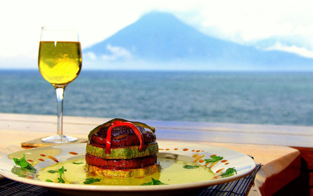 dining-at-zotz_Laguna_lodge