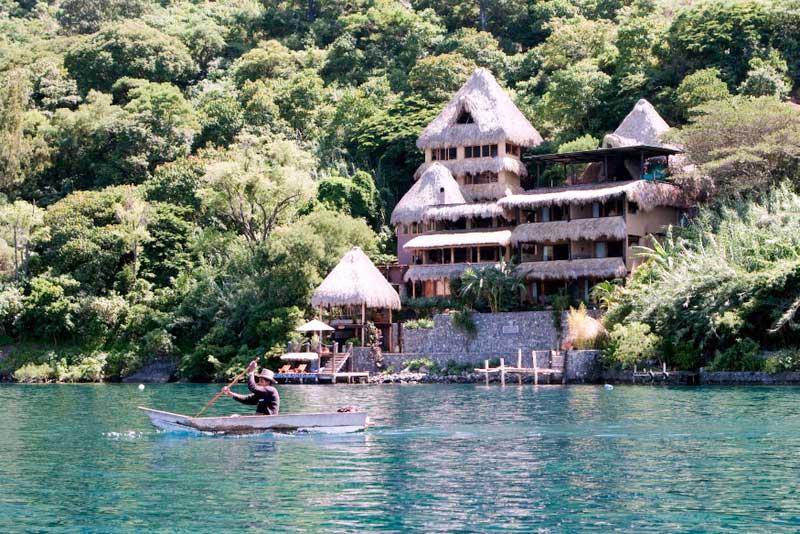 Boat_fisherman_Laguna_Lodge
